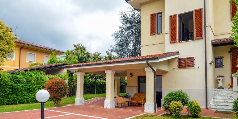 In Pietrasanta Villa Singola in Vendita
