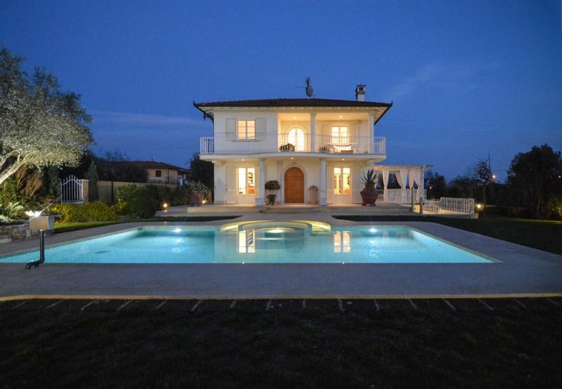 Pietrasanta, Crociale, Splendida Villa con Piscina in Affitto
