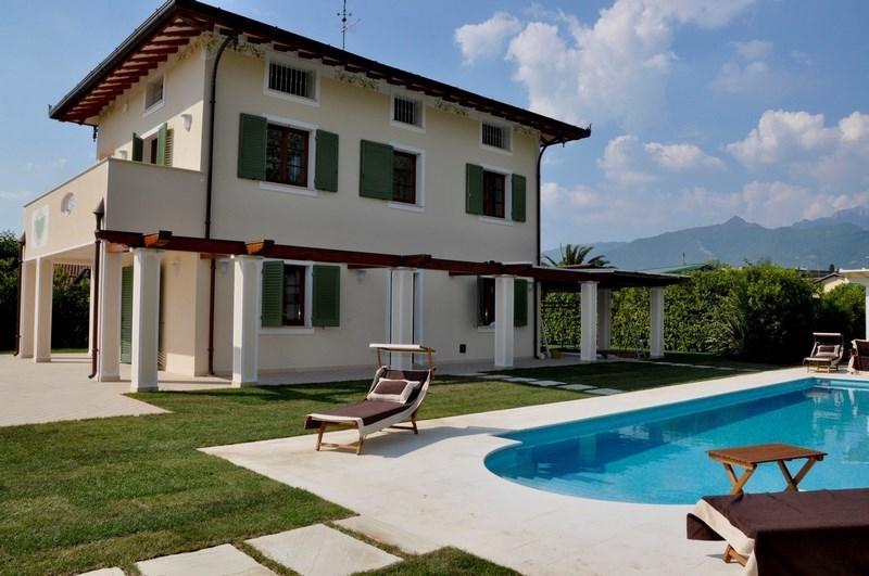 Forte dei marmi villa singola nuova moderna con piscina for Progetto casa moderna nuova costruzione