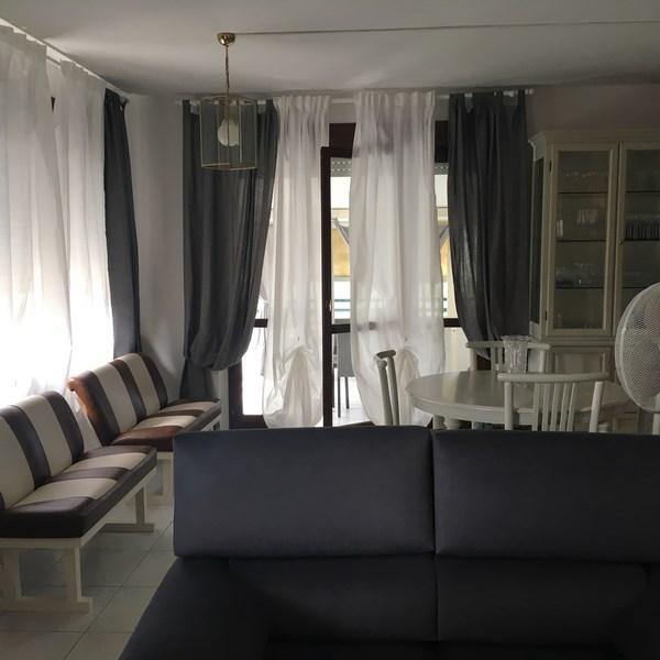 Seravezza, Localita' Querceta, in Affitto Appartamento Moderno