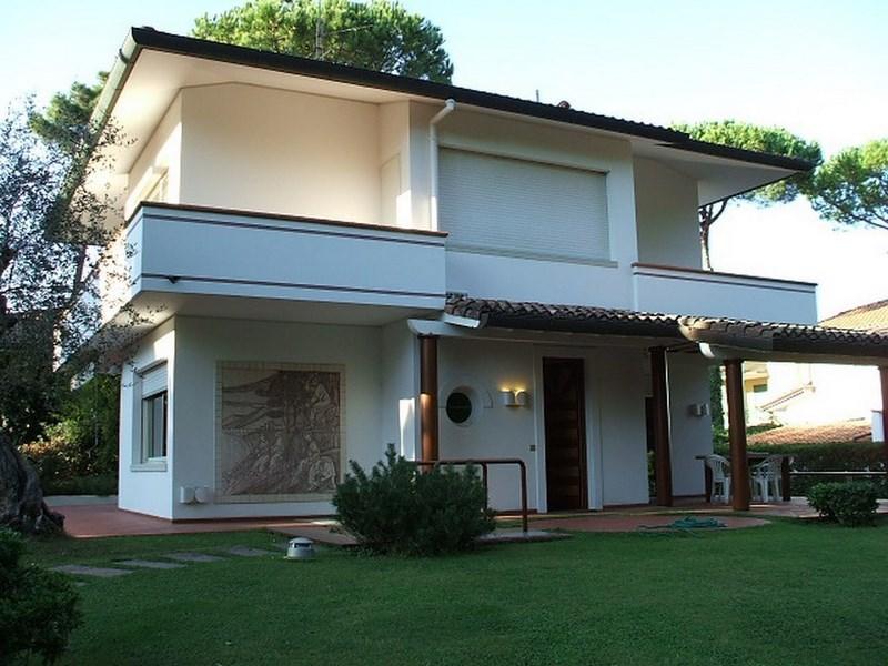 Villetta moderna stunning tipologia with villetta moderna for Giardino villa moderna
