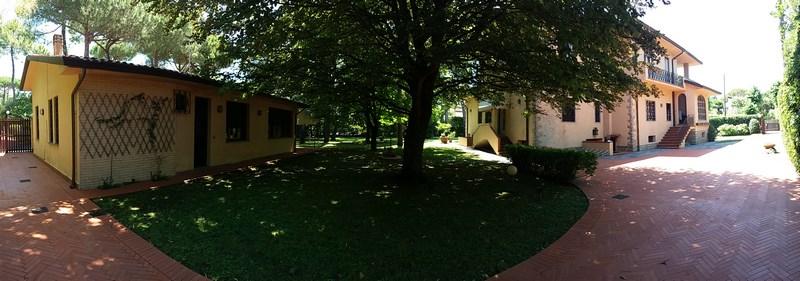 Forte dei Marmi, Villa Padronale in zona Residenziale