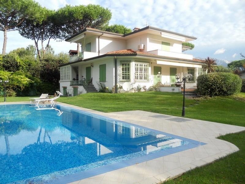 Forte dei marmi roma imperiale villa con piscina agenzia immobiliare seveso - Villa con piscina roma ...