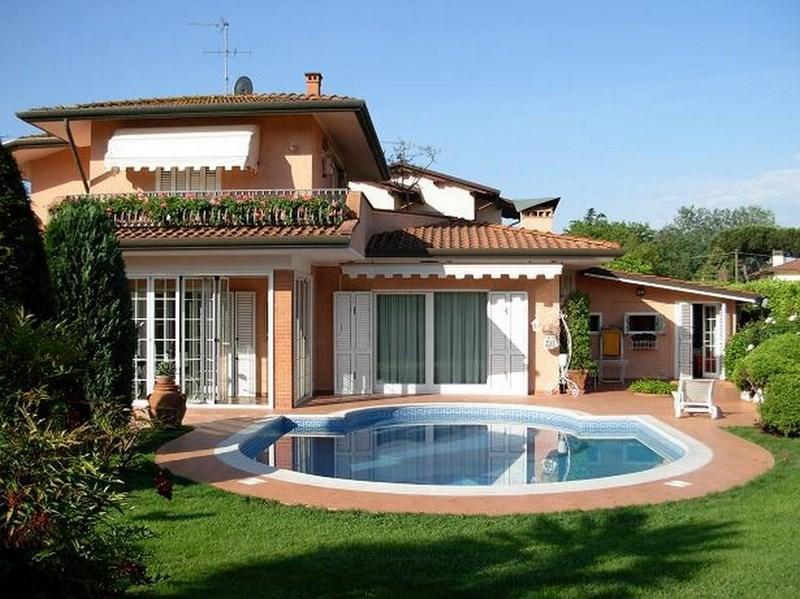 Marina di pietrasanta villa con piscina per le vacanze agenzia immobiliare seveso - Ville in vendita con piscina ...