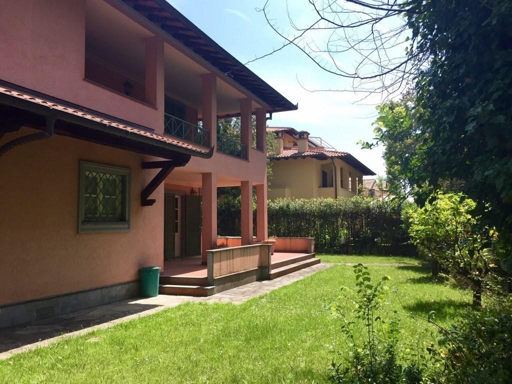 Villa a Forte dei Marmi, Località Vittoria Apuana