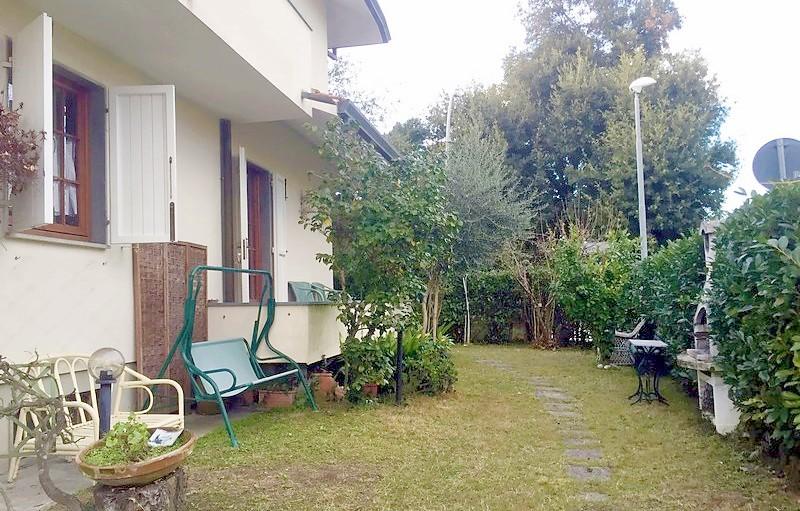 Villa Bifamiliare a Marina di Pietrasanta