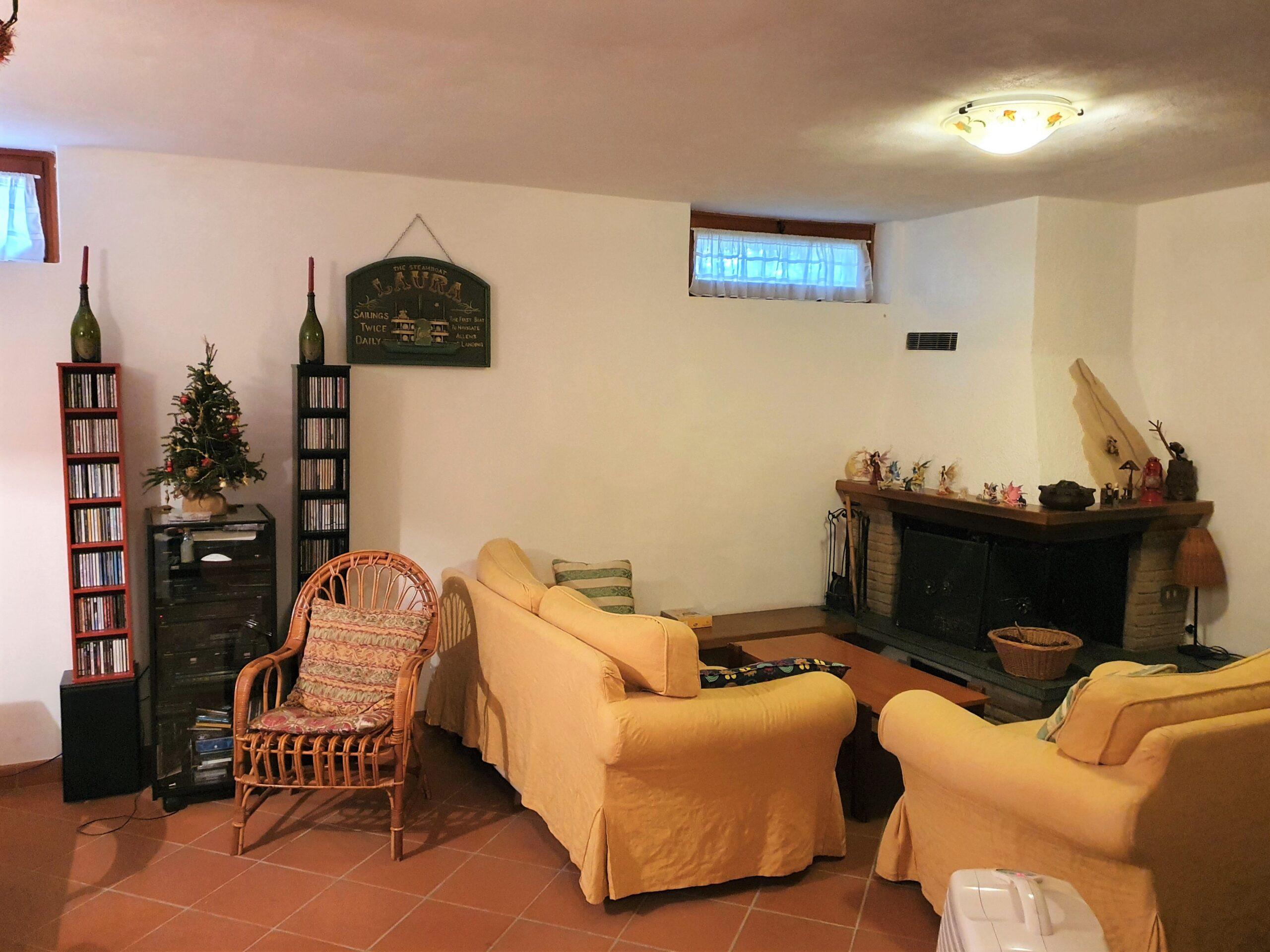 Villetta ad Angolo a Ripa, nel Comune di Seravezza.