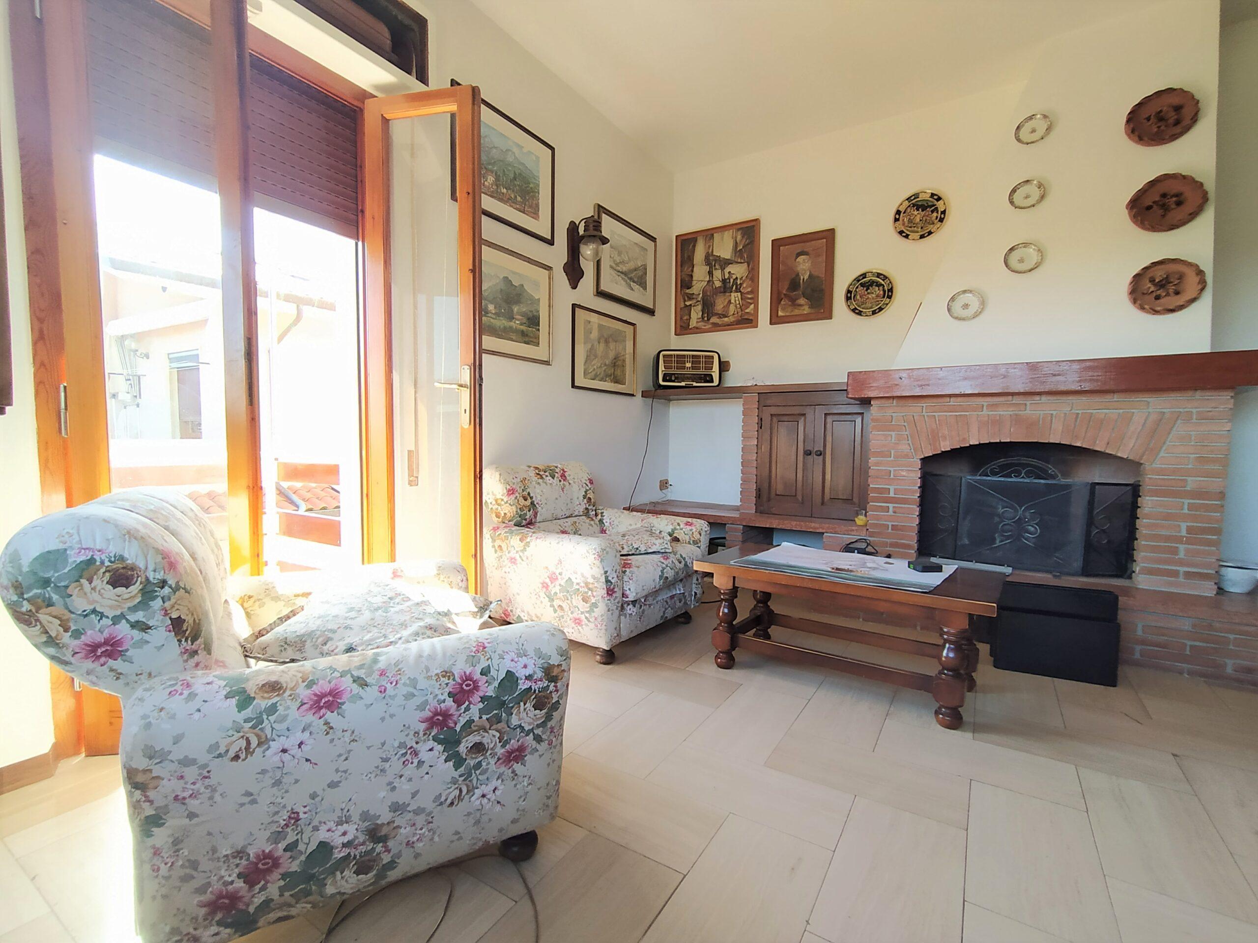 Appartamento Primo Piano in Villa Singola a Pozzi.