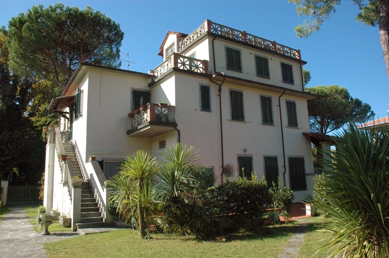 Attico Indipendente in Villa Singola a Forte dei Marmi.