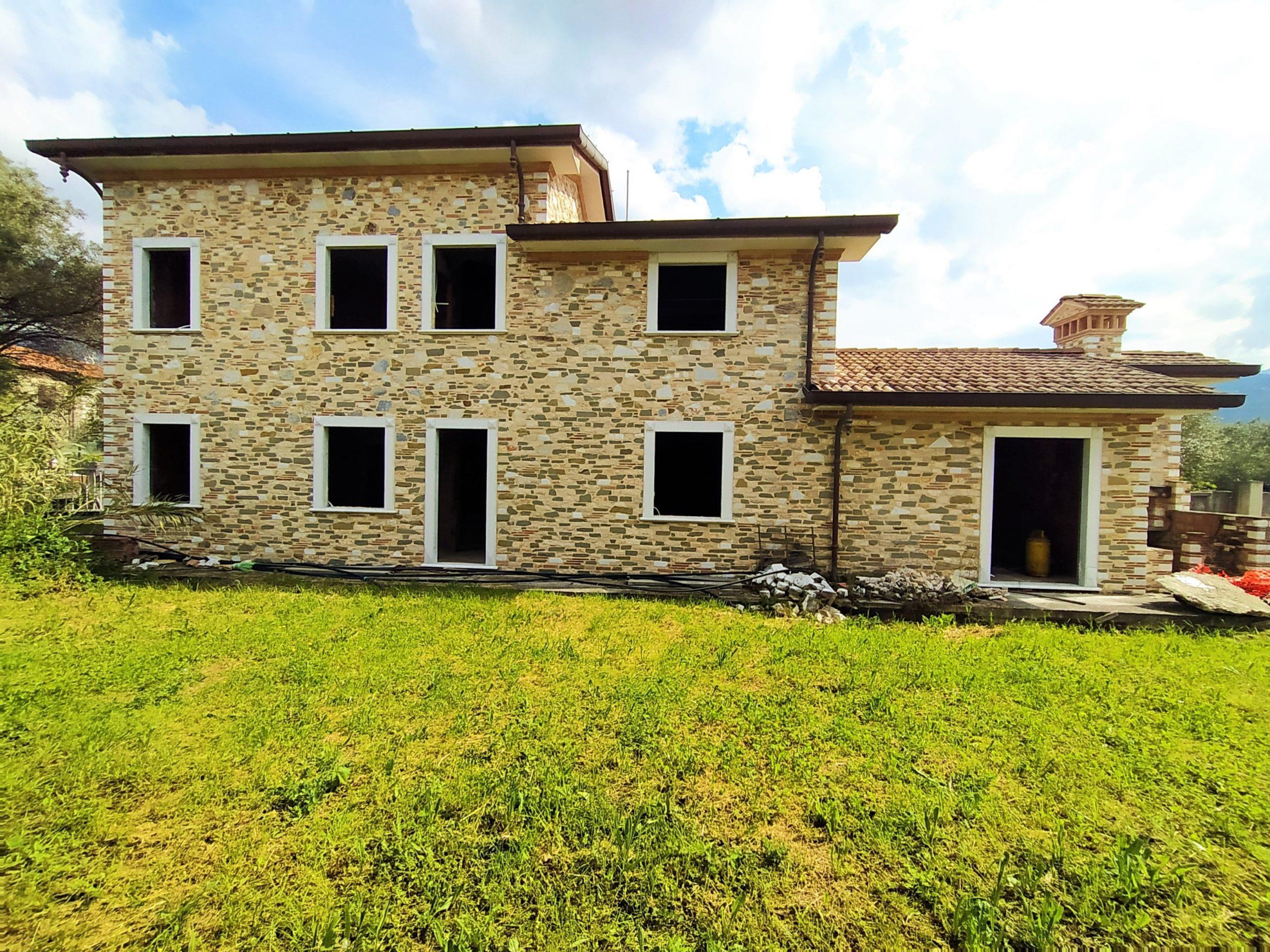 Villa Singola di Nuova Costruzione a Querceta.