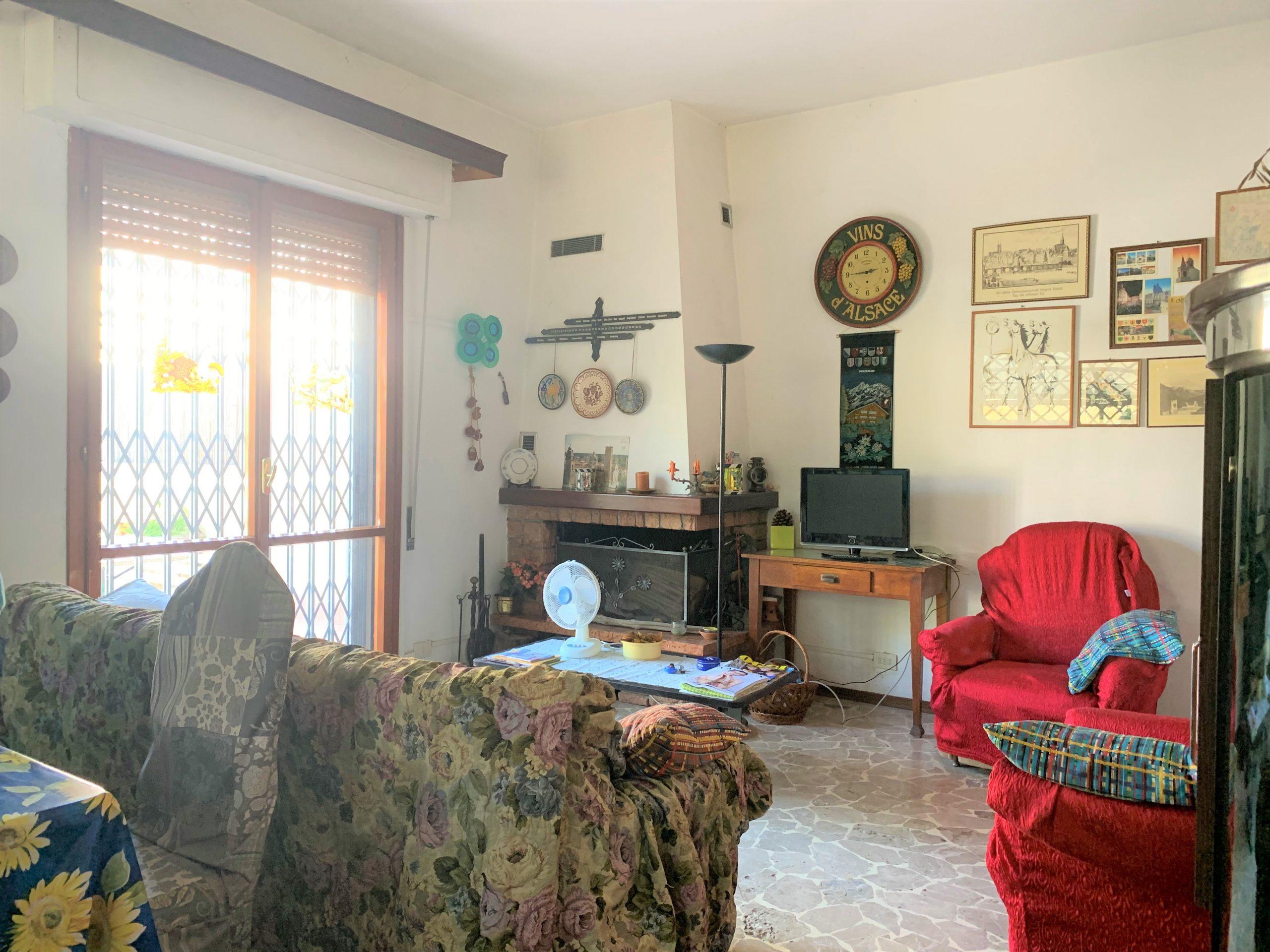 Villa Quadrifamiliare con Giardino a Querceta. Disponibile Virtual Tour.
