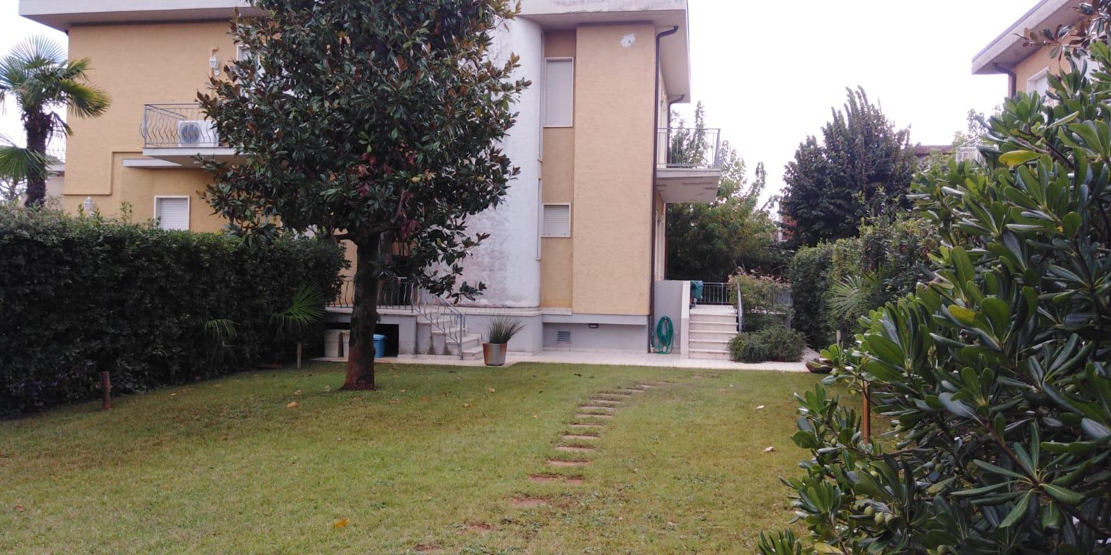 Marina di Pietrasanta, Tonfano, Bifamiliare con Giardino zona Centro