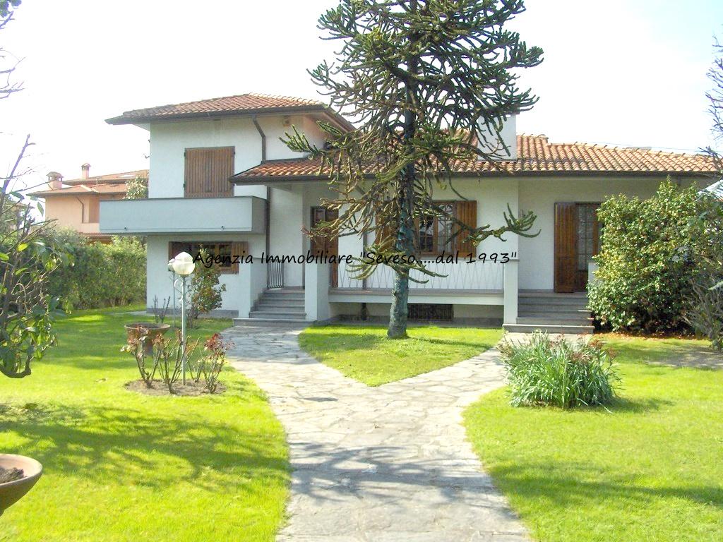 Pietrasanta, Villa unifamiliare, zona Centro con Giardino